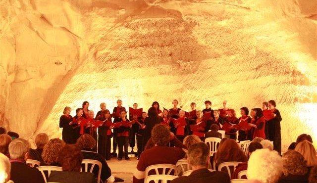 קולות במערות